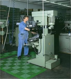 Tecto-San Classic PP Fliesen als Mattenbereich am Arbeitsplatz