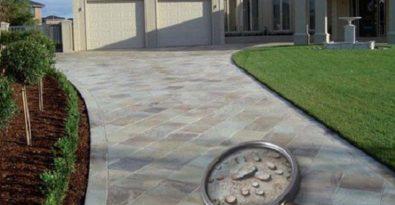 Eine Versiegelung für Fassaden und Pflastersteine sorgt für leicht zu reinigende Oberflächen.