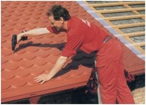 Befestigung der Metall-Dachschindeln