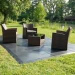 evo-floor auf Rasen mit Stühlen