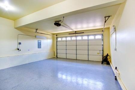Die Versiegelung des Garagenbodens aus Beton bietet den optimalen Schutz.